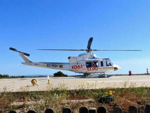 Imagen del primer servicio con uno de los dos helicópteros de Babcock, ayer.