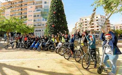 Una veintena de personas participaron ayer en la tercera edición del tour y dieron vueltas por el centro de Ibiza.