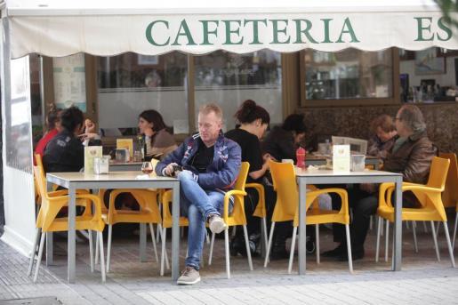 La terraza de una cafetería de Ibiza.