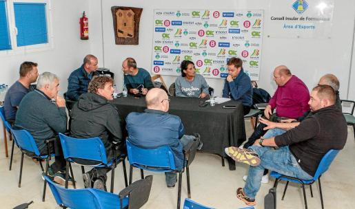 Una imagen de la reunión de ayer en la sala de juntas del Campo Municipal de Sant Francesc.