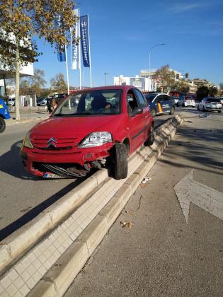 El conductor, que ha sido detenido tras el test de alcohol, se ha subido a la mediana que separa los dos sentidos de la circulación en la calle Aragón.