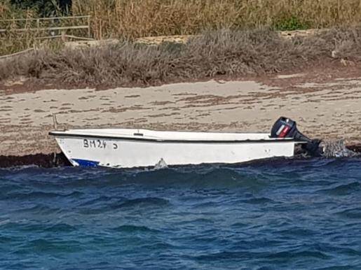 Imagen de la patera que ha llegado a Formentera.