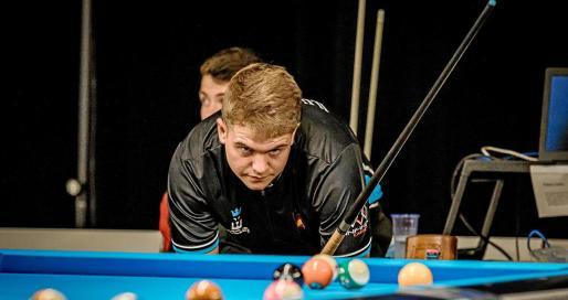 Jonás Souto estudia la mesa durante una partida de los Campeonatos de Europa sub-19, disputados en los Países Bajos en el mes de julio.