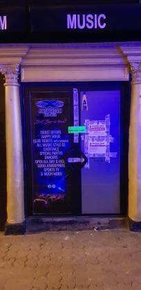 La Policía Local de Sant Antoni de ha procedido esta noche a la clausura temporal del establecimiento.