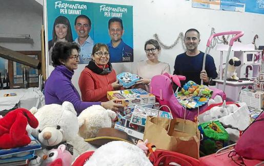 El PP de Formentera ha recogido cerca de 400 regalos para 21 niños de familias sin recursos de la isla.