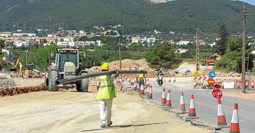 Las obras de ampliación de la carretera de Santa Eulària y la variante de Jesús se adjudicaron con un presupuesto inicial de 14,5 millones