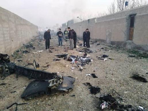 Restos del avión ucraniano, en el que viajaban 180 personas, que se estrelló al poco de despegar del Aeropuerto Internacional Imán Jomeini de Teherán, Irán.