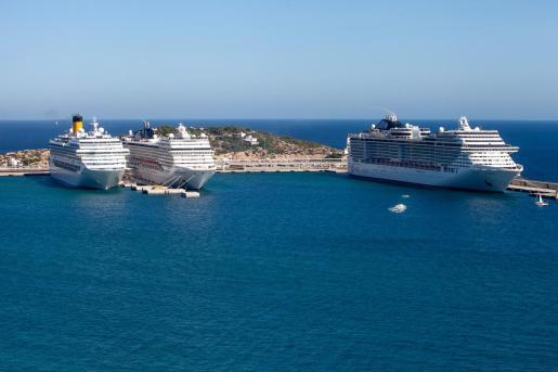 Cruceros en el puerto de Ibiza.