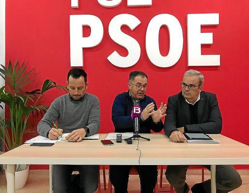 De izquierda a derecha, Rafael Ruiz, Josep Marí y Vicent Torres durante la rueda de prensa.