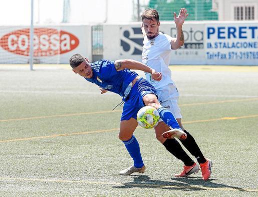 Un lance del partido de la primera vuelta entre la Peña Deportiva y el Real Oviedo B.