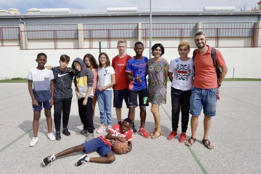 Imagen de archivo de alumnos y docentes en el Col·legi Públic Pintor Joan Miró, en Palma.
