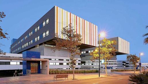 Imagen del edificio en el que se encuentran las plantas de Medicina Interna del hospital Can Misses de Ibiza.