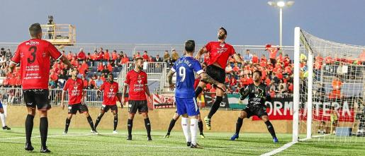 El Sevilla, el Athletic Club y el Alavés se midieron al Formentera entre noviembre de 2016 y enero de 2018.