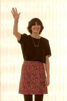 La diseñadora Carmen March, saludando al público tras la presentación de su colección en la Cibeles Madrid Fashion Week.