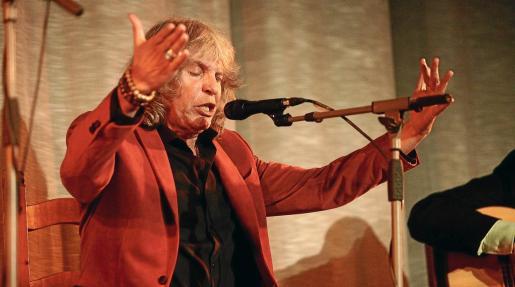 El conocido cantante jerezano José Mercé abarrotó ayer por la noche el Cine Regio de Sant Antoni con su concierto.