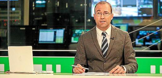 IRoger Riera es el presentador de TEF Notícies.