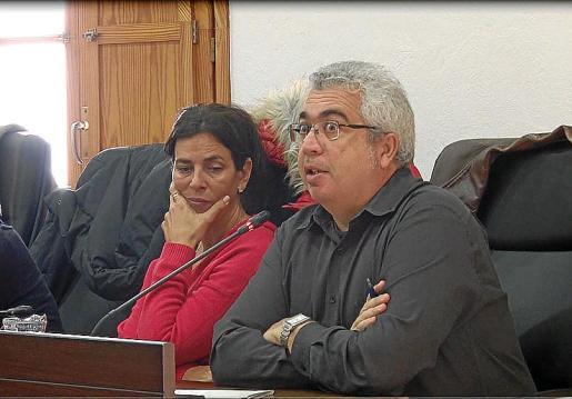 Josep Antoni Prats, concejal de Ara, sorprendido por el debate.