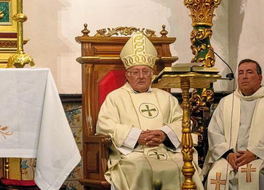 El obispo de Ibiza y Formentera, Vicente Juan Segura, ofició ayer la misa solemne de Sant Antoni.
