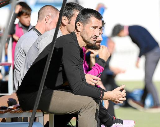 Raúl Casañ sigue las evoluciones de los suyos en un partido de la presente temporada.