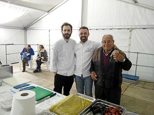 Los cocineros de Es Ventall, ayer en Santa Agnès.