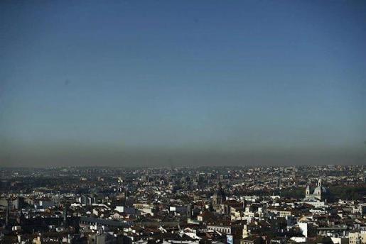 Imagen de la ciudad de Madrid tomada desde la céntrica zona de Callao, donde son evidentes los efectos de la contaminación.
