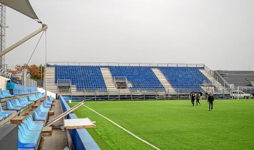 Una imagen de la grada Portinatx, en el fondo norte, que ayer ya tenía todos los asientos instalados.