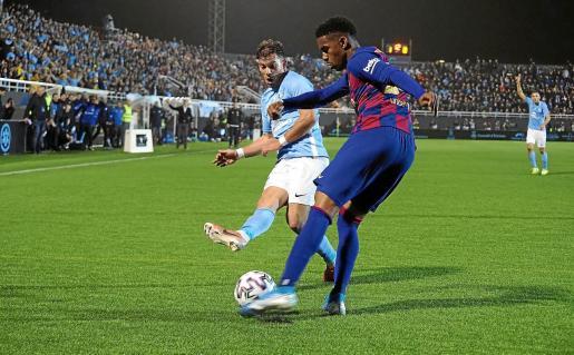 Un momento del partido entre la UD Ibiza y el FC Barcelona.