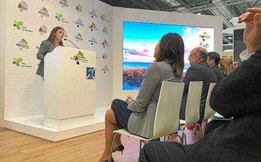 Alejandra Ferrer durante la presentación de Formentera en Fitur.