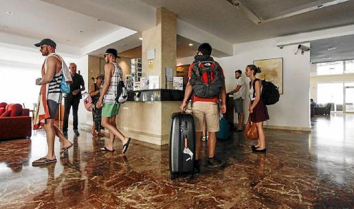 Recepción de un establecimiento turístico ibicenco en una foto de archivo.