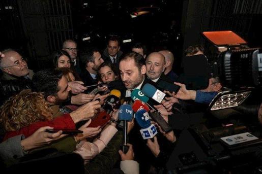 El Ministro de Transportes, Movilidad y Agenda Urbana, José Luis Ábalos, atiende a los medios de comunicación a su llegada a la entrega del Premio Nacional de Arquitectura, en A Coruña/Galicia (España) a 24 de enero de 2020.