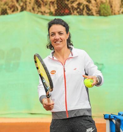 Nuria Llagostera, durante el 'clinic' celebrado ayer en el Tenis Club Ibiza.