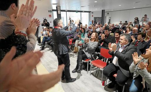 'Agustinet' es aclamado después de su proclamación oficial como secretario general de la FSE-PSOE en Ibiza.