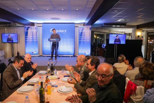 Teodoro García Egea asistió después a una comida de año nuevo en Sant Antoni con diferentes dirigentes del PP y simpatizantes del partido, entre los que estaban Abel Matutes Juan, María Luisa Cava De Llano y Antonio Marí Calbet.