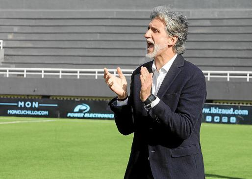 Pablo Alfaro anima a los suyos durante el partido de ayer.