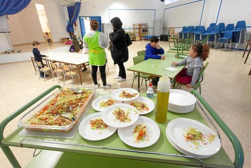 El comedor del colegio de Sant Jordi, el primer día de su puesta en marcha.
