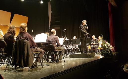 Imagen de uno de los últimos conciertos en los que Adolfo Villalonga dirigió a la Banda