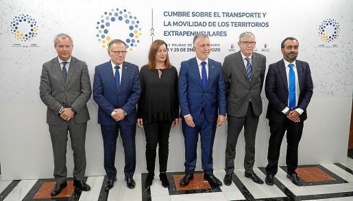 Sebastián Franquis, Eduardo Castro (Melilla), Francina Armengol, Ángel V. Torres (presidente de Canarias), Juan Salvador León y Mohamed Mohamed (Ceuta), en Gran Canaria.