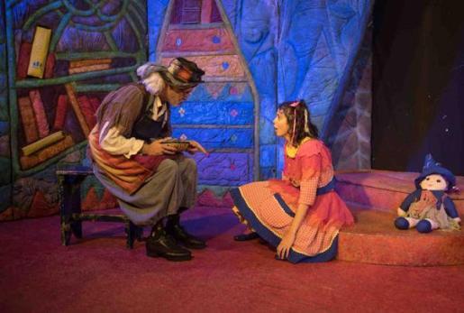 'Tina la bruixa fina', en el Auditori d'Alcúdia.