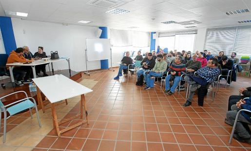 La asociación mayoritaria del taxi en Vila se reunió ayer por la tarde en asamblea.