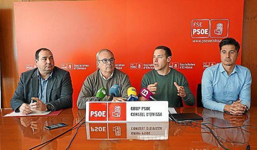Los dirigentes socialistas, durante la rueda de prensa