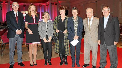 Pedro Comas, Caterina Noguera, Margalida Pons, Pilar Rodríguez, Carmen Serra, el notario Víctor Alonso Cuevillas y Luis Anaya.