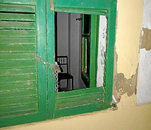 El individuo huyó tras forzar la ventana.