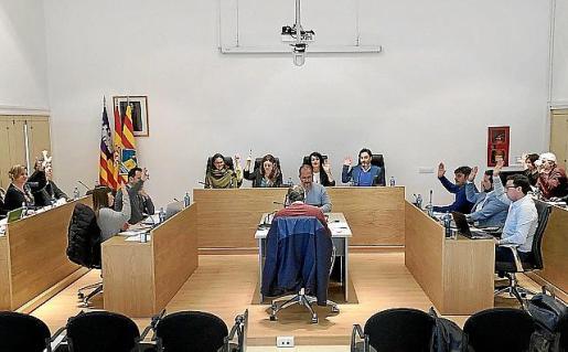 Imagen del pleno del Consell celebrado ayer.