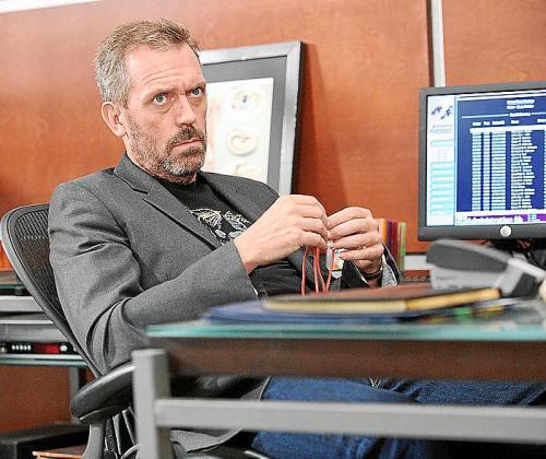El actor Hugh Laurie interpreta al carismático doctor House.
