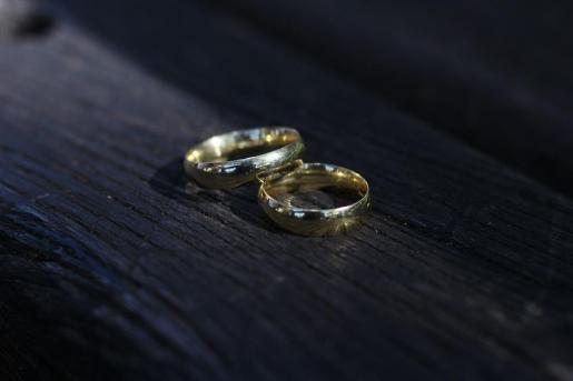 Imagen de dos alianzas de boda.