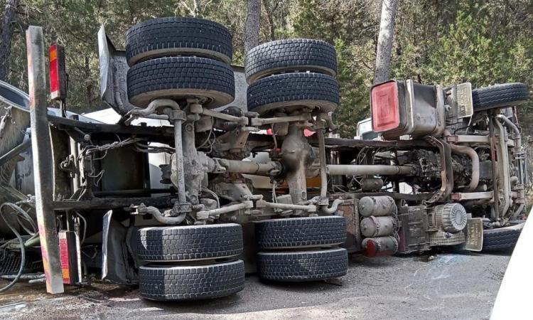 Horas accidentadas con una mujer atropellada en Ibiza y dos aparatosos accidentes en Sant Josep