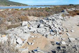 Medio Ambiente del Govern levanta acta por los escombros de obra en ses Salines