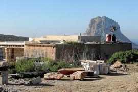 La propietaria del hotel rural de Cala d'Hort se ofrece a modificar el proyecto