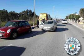 Quintuplica la tasa de alcohol tras impactar contra cuatro coches en Ibiza