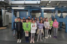 Alumnes de 5è de primaria del Col. Fra Joan Ballester de Campos, varen visitar l'estadi de Son Moix y Grup Serra